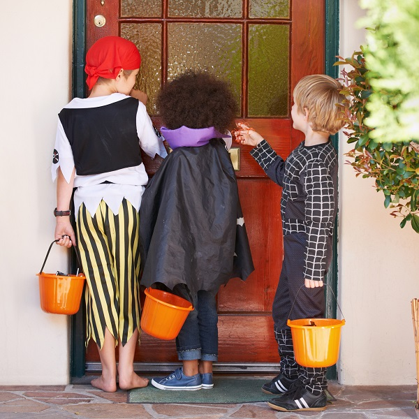 Halloween knocking on door